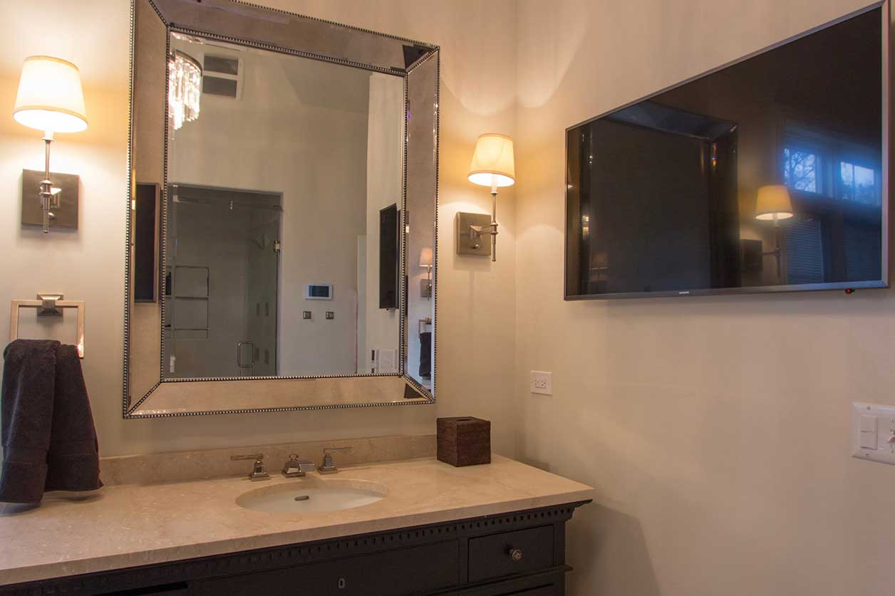 Mirror with TV to the right